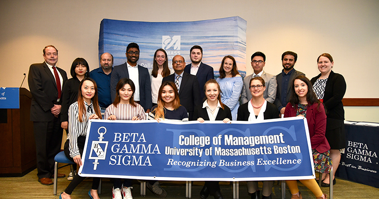 Group of Beta Gamma Sigma awardees.